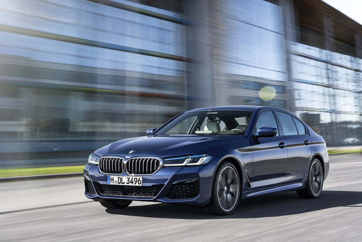 huge-bmw-operating-system-7-update-will-deliver-digital-key-cloud-mapping-wireless-android-auto